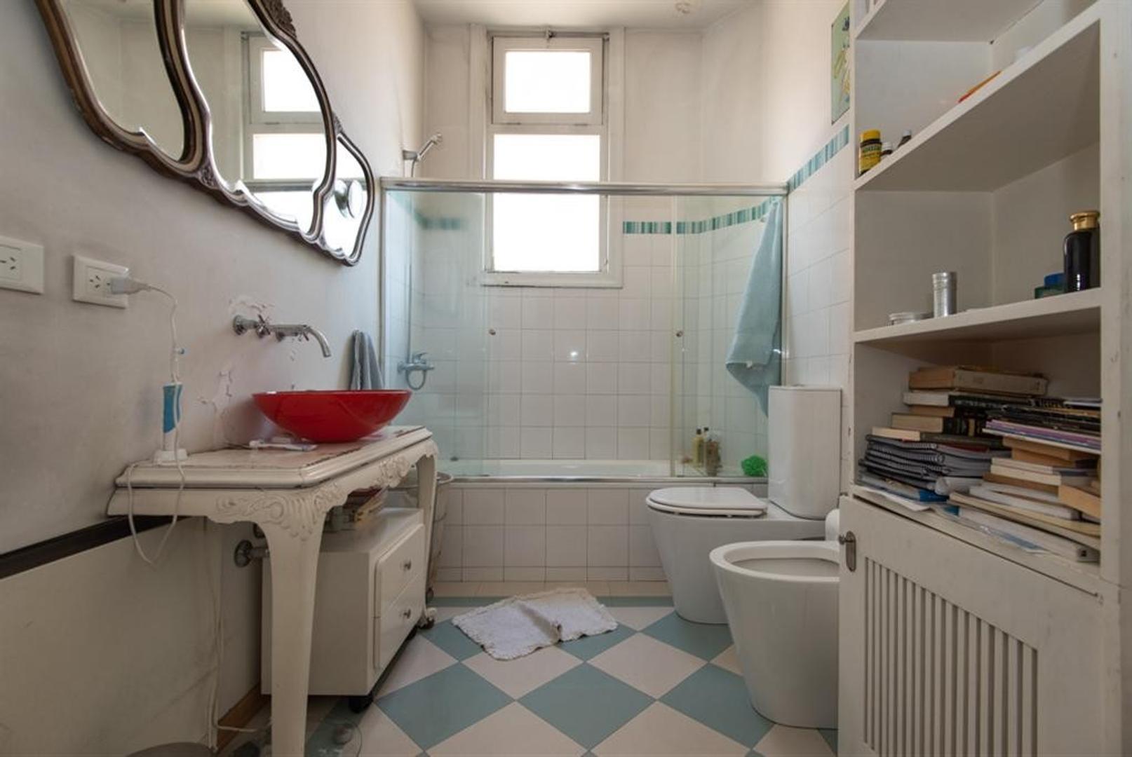 Muy buen departamento antiguo, reciclado, en esquina. Luminoso, excelentes detalles - Foto 21