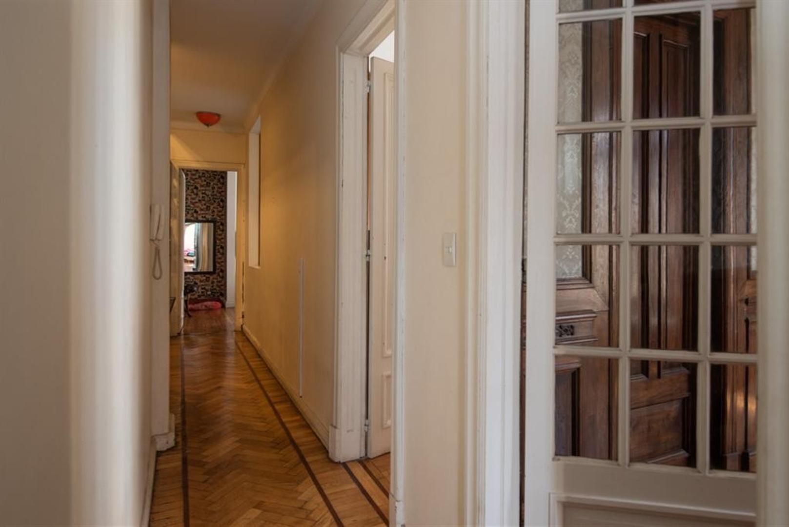 Muy buen departamento antiguo, reciclado, en esquina. Luminoso, excelentes detalles - Foto 15
