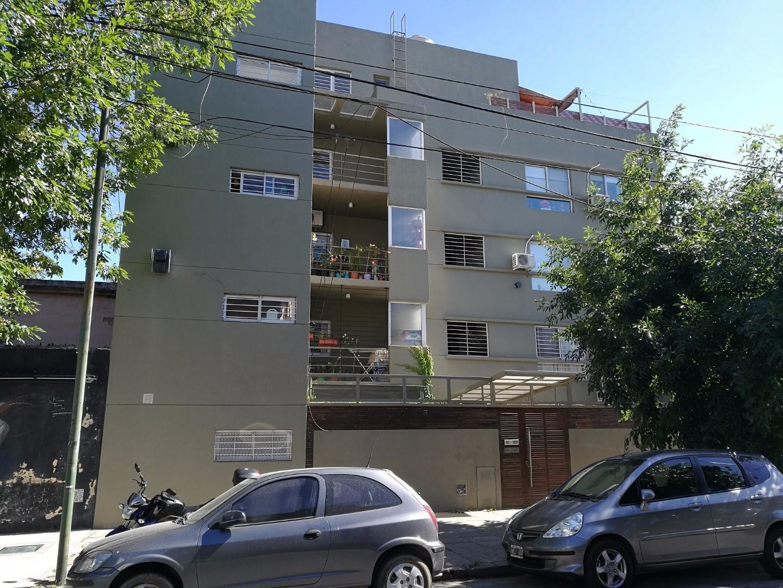 Excelente Dpto 3amb Bajas expensas, al frente, c/balcón y terraza, parrilla y lavadero. V. Ortuzar