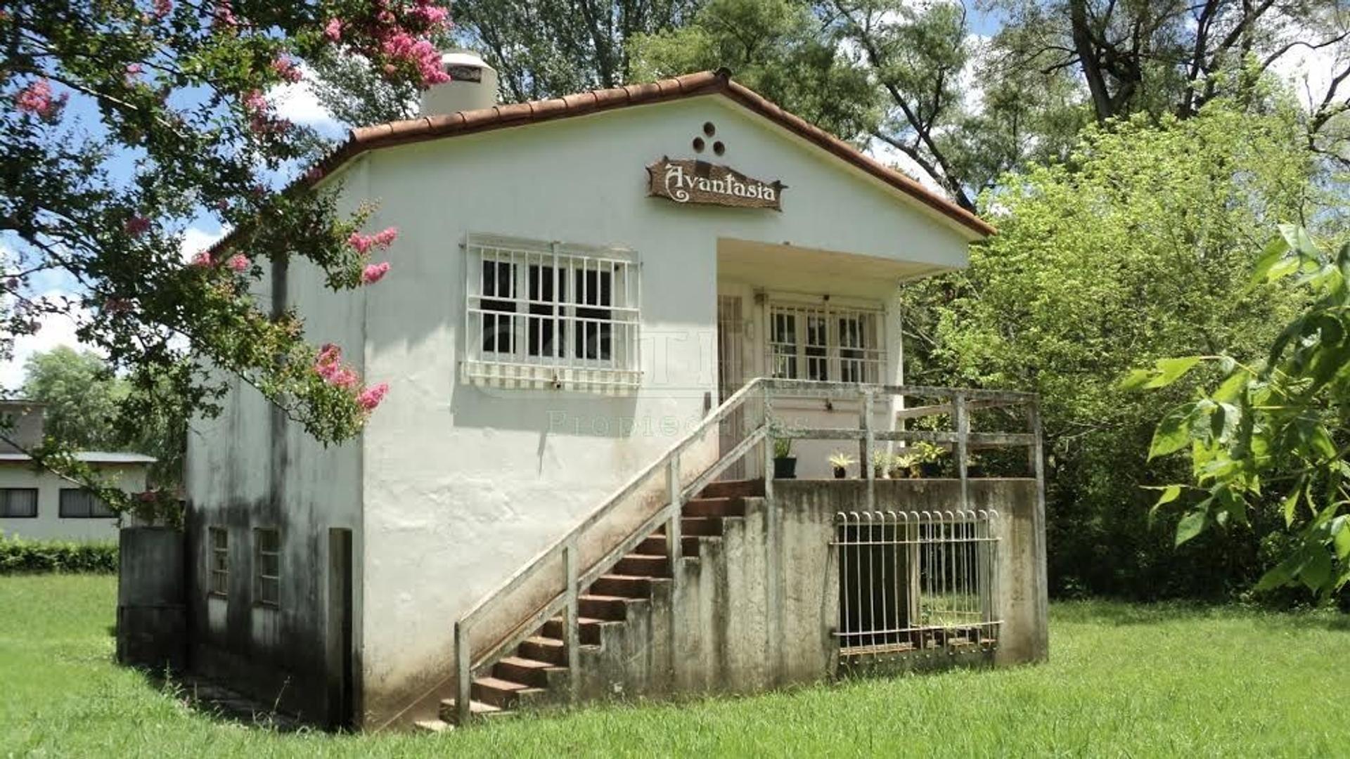 Venta de casa sobre Río Sarmiento en delta de Tigre