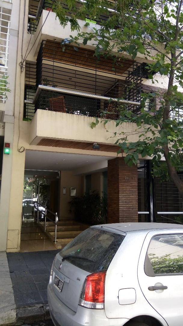 Semipiso 2 ambientes cfte, balcon baulera a metros de Cabildo Subte. Apto Crédito.