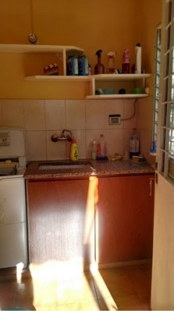 Casa - 180 m²   2 dormitorios   25 años