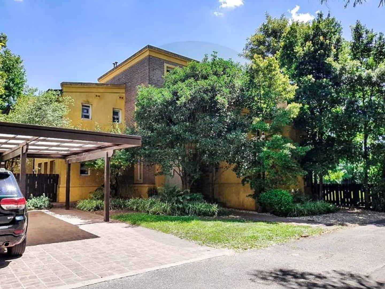 BUSTAMANTE PROP. LOS LAURELES - 8051 - escriturable apto crédito - Barrio Cerrado - Casa - Venta