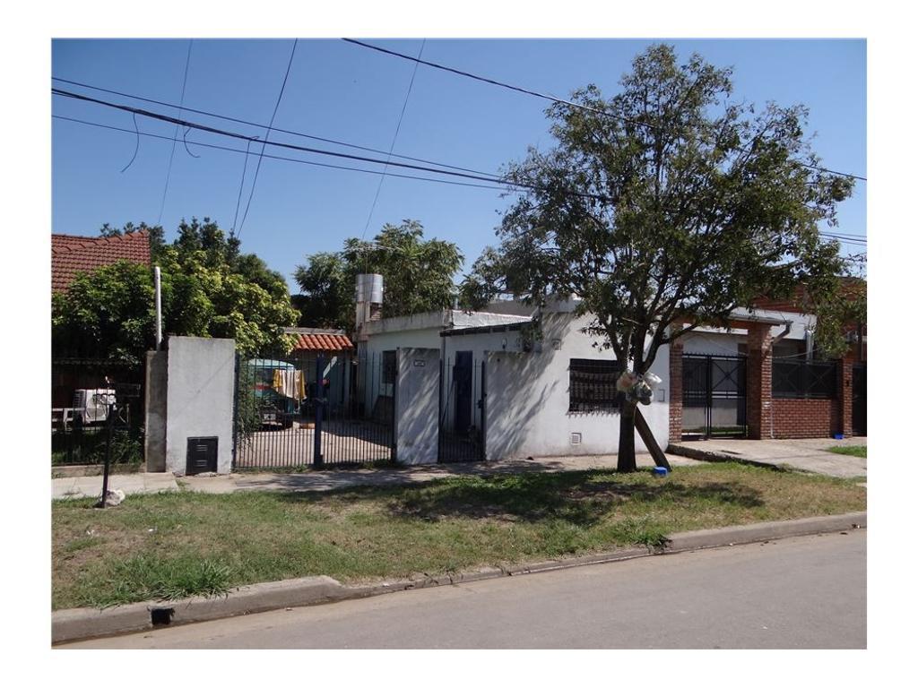 Casa 2 amb mas depto monoamb sobre lote 350 mts