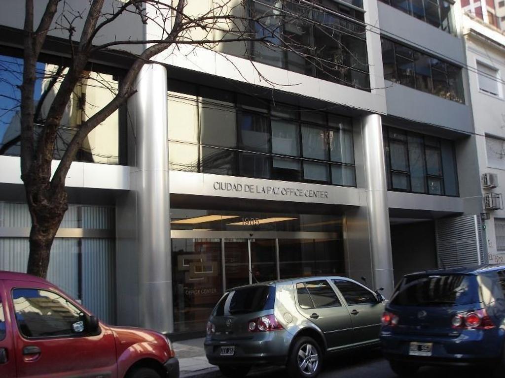 Hermosa oficina en excelente edifico  Corporativo  con cochera fija