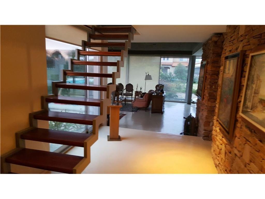 Venta casa en Haras Santa María, Escobar