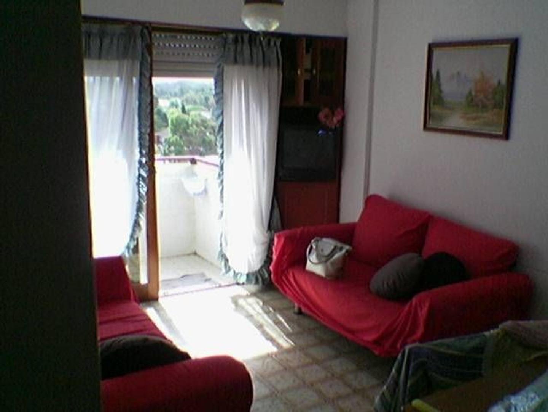 Depto 2 dormitorios al frente con balcon, a 1c del mar