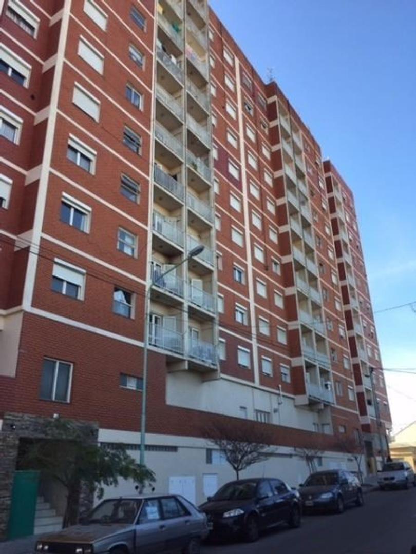 3 ambientes a la calle con balcon. APTO CREDITO.