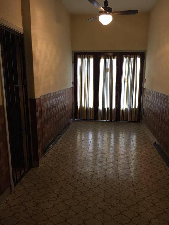 Alquiler casa en Ph, 3 plantas - Parque Chacabuco - excelente estado.