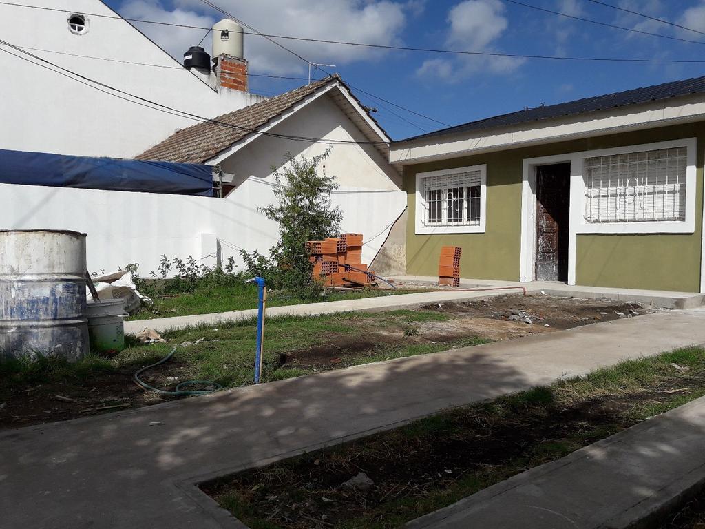 Casa de 3 ambientes a la venta - Gran Patio - U$S 49.000.- Della Paollera y Storni - Oportunidad !!
