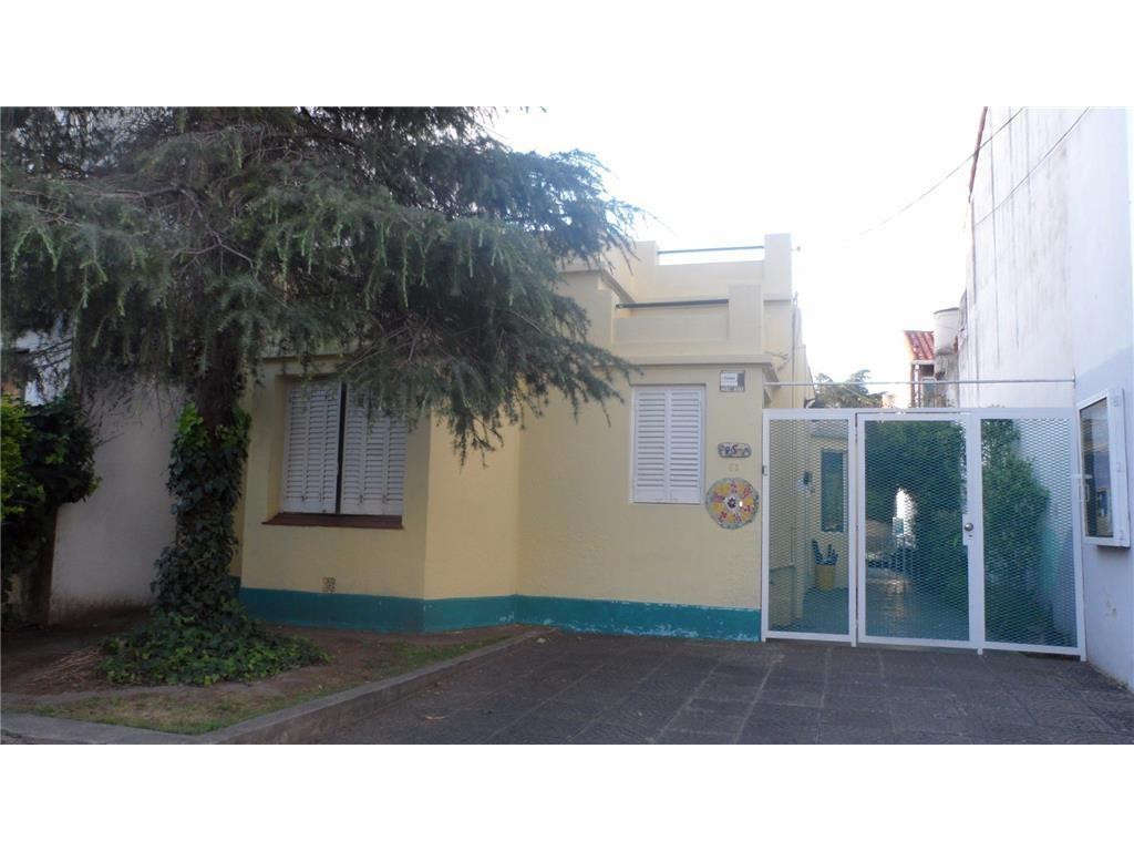 Alquiler  Casa / local u oficinas a mts. de Av. Sta. Fe y  3 cuadras Alvear. Superficie 300mts Lote