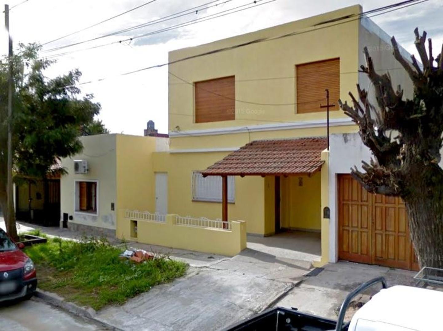 Casa en Venta Campana zona céntrica. 3 dormitorios. Construccion depto independiente planta alta