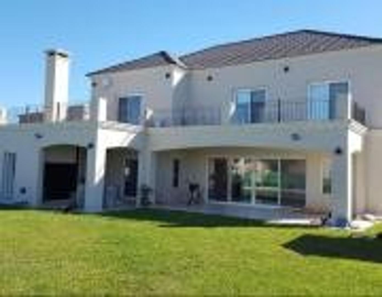 Casa en Venta en San Matias - 7 ambientes