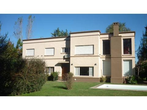 Importante casa en alquiler temporario en la mejor zona residencial de Roldán - FUNES Y ROLDAN