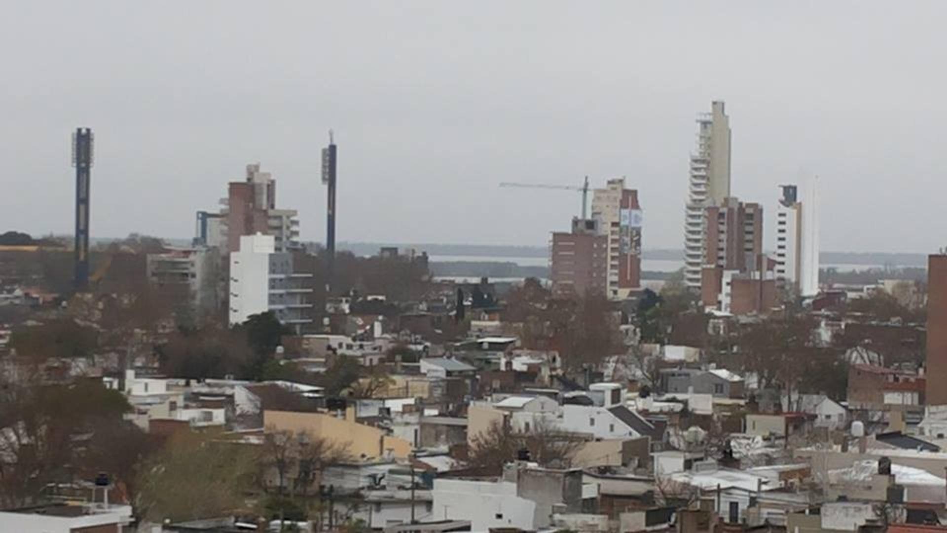 ARROYITO - AV. ALBERDI 600 bis - Hermoso depto. (2 Dorm.), c / COCHERAS (1 o 2). - Vista despejada. - Foto 14