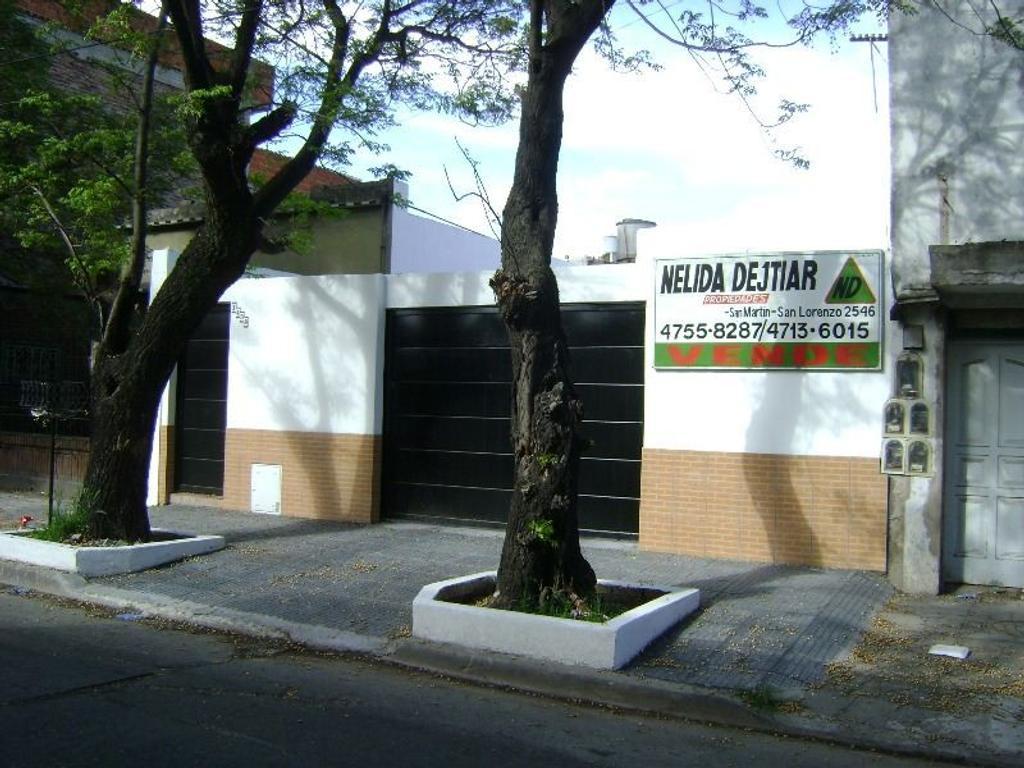 CASA MULTIFAMILIAR CON 3 DEPARTAMENTOS TIPO CASA DE 3 AMB. CADA UNO CON COCHERAS 3 AUTIOS
