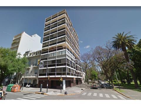 Balcarce y Av. Pellegrini - Piso exclusivo 4 dormitorios. 213m2