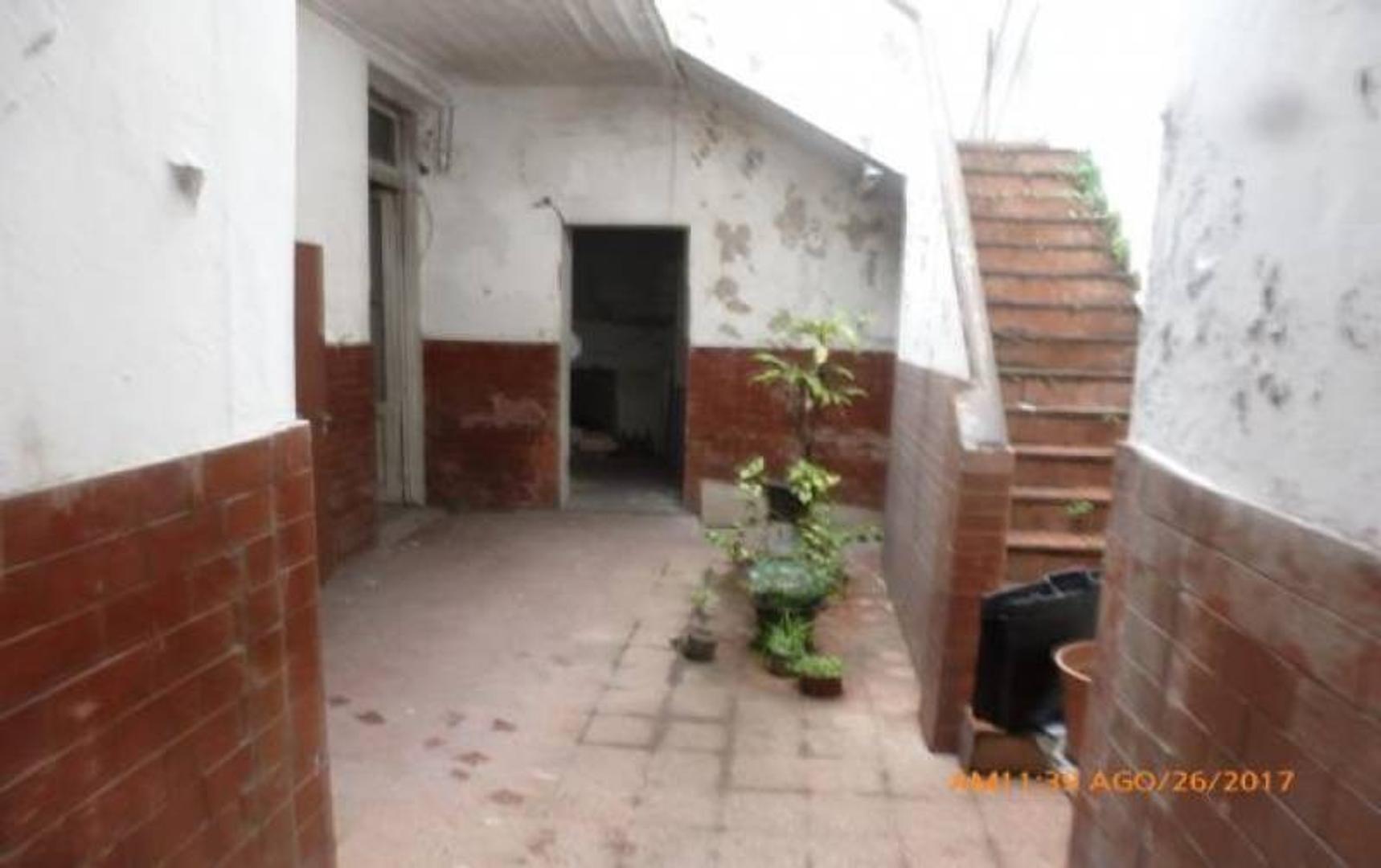 Depto.tipo casa de 5 ambientes en Venta en Paternal