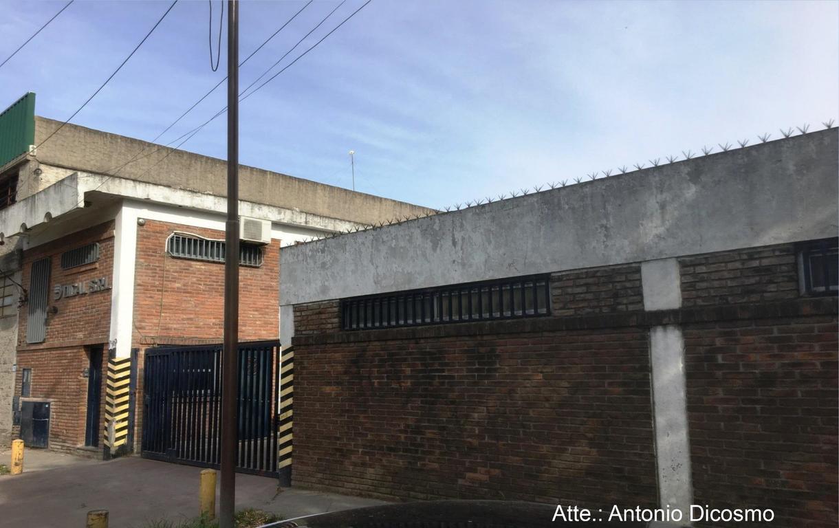Importante Galpon en Quilmes Oeste
