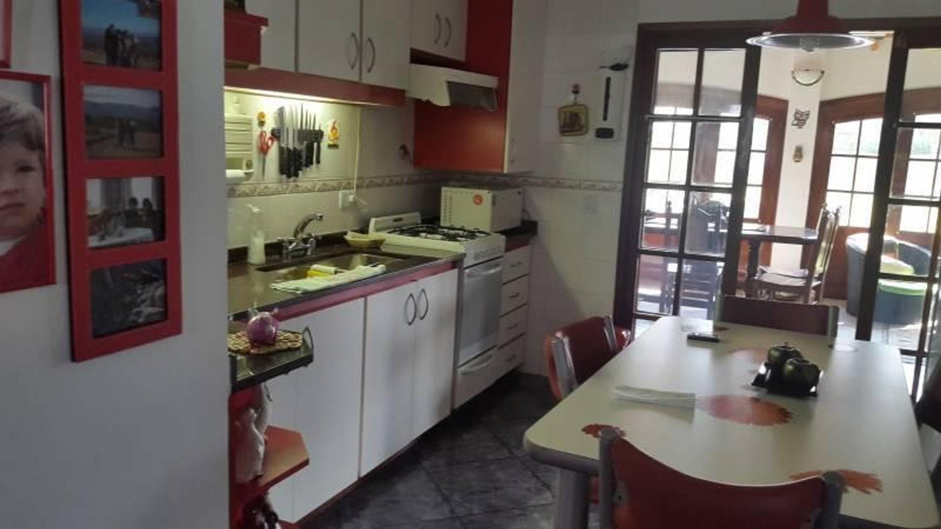 Impecable casa en Aranjuez  - 4 ambientes con cochera