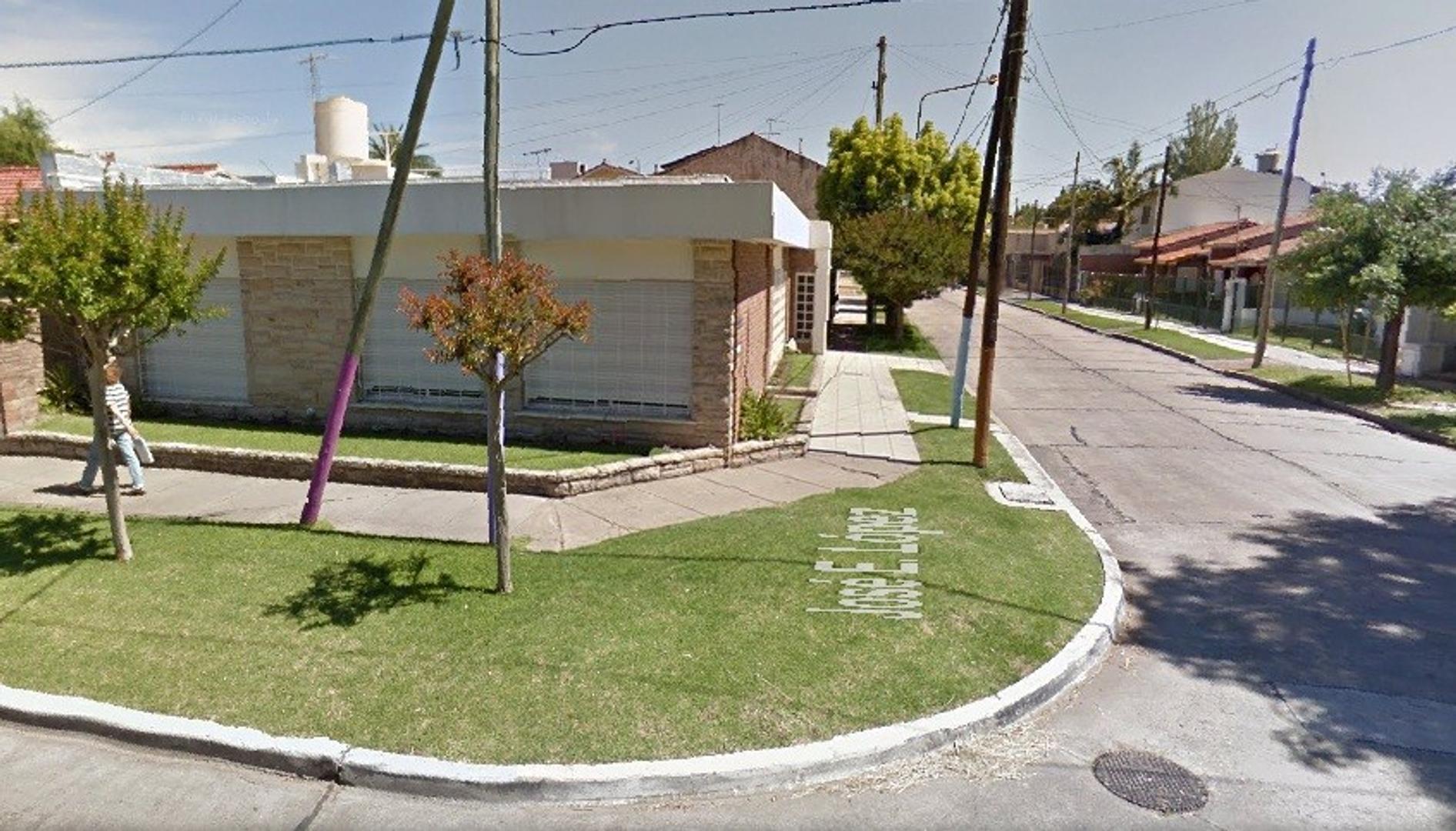 Casa de 4 ambientes - Lopez esq. Caseros, Bernal