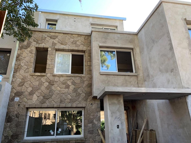 Casa en Alquiler en Martinez Libertador / Rio - 5 ambientes