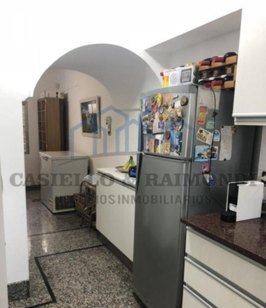 Casa - 227 m²   4 dormitorios   2 baños