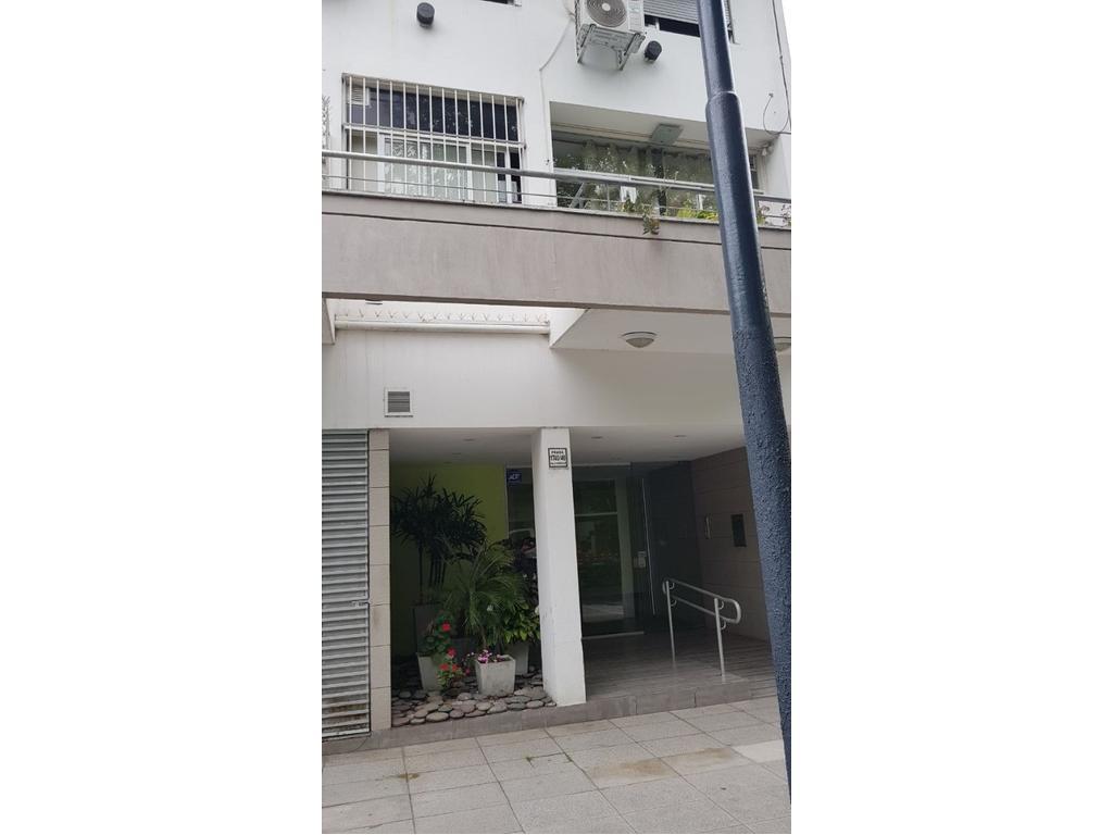 Departamento 3 Ambientes Cfte. con Balcón