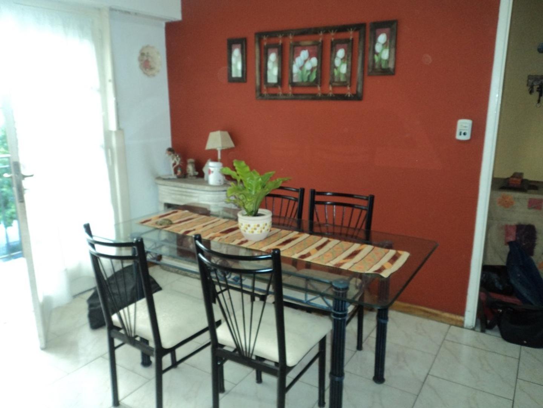 Liniers PH 4 ambientes 1ºP Frente con Balcon
