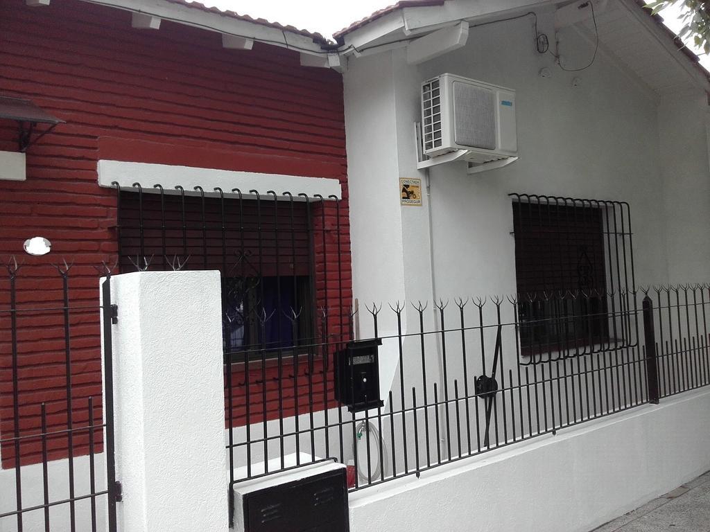 Excelente Casa con local, reciclada a nuevo, Castelar, 5 cuadras estación.