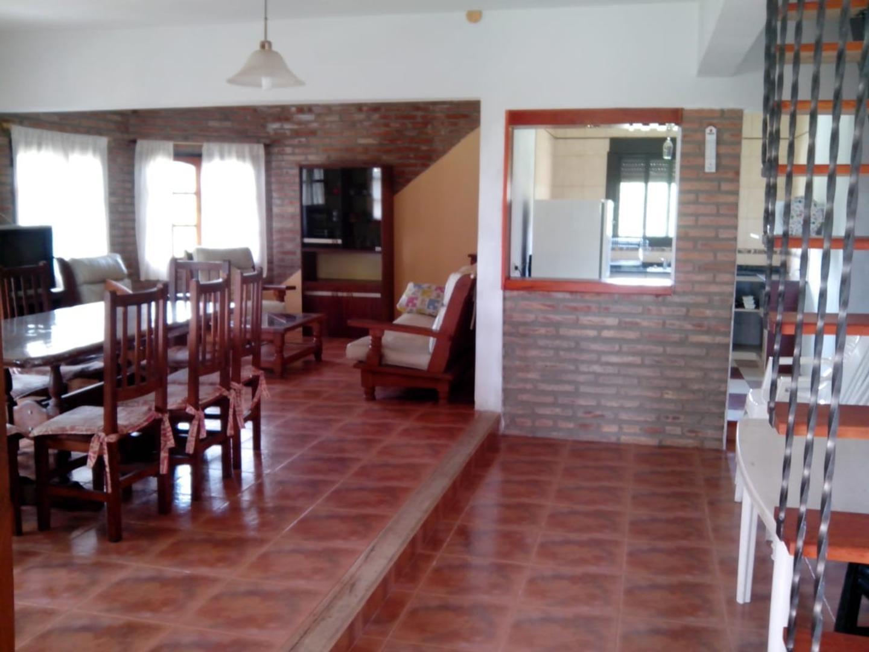 Casa - 210 m²   3 dormitorios   2 baños