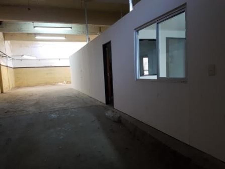 Villa Soldati. Vendo Galpón 200 m² de Hormigón Armado con trifásica, entrada de camión y oficinas