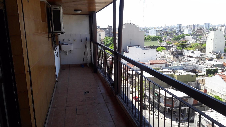 Excelente depto de 2 amb con balcón aterrazado muy luminoso. Cocina comedor. APTO CREDITO