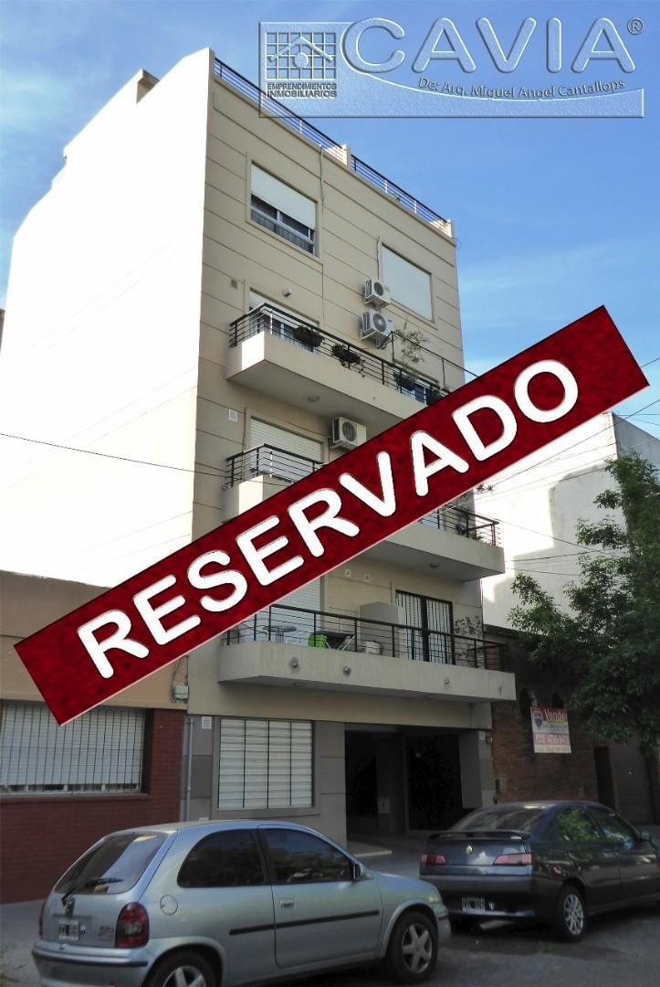 Departamento Alquiler 2 amb primer piso al cfte. con balcón. Bajas expensas