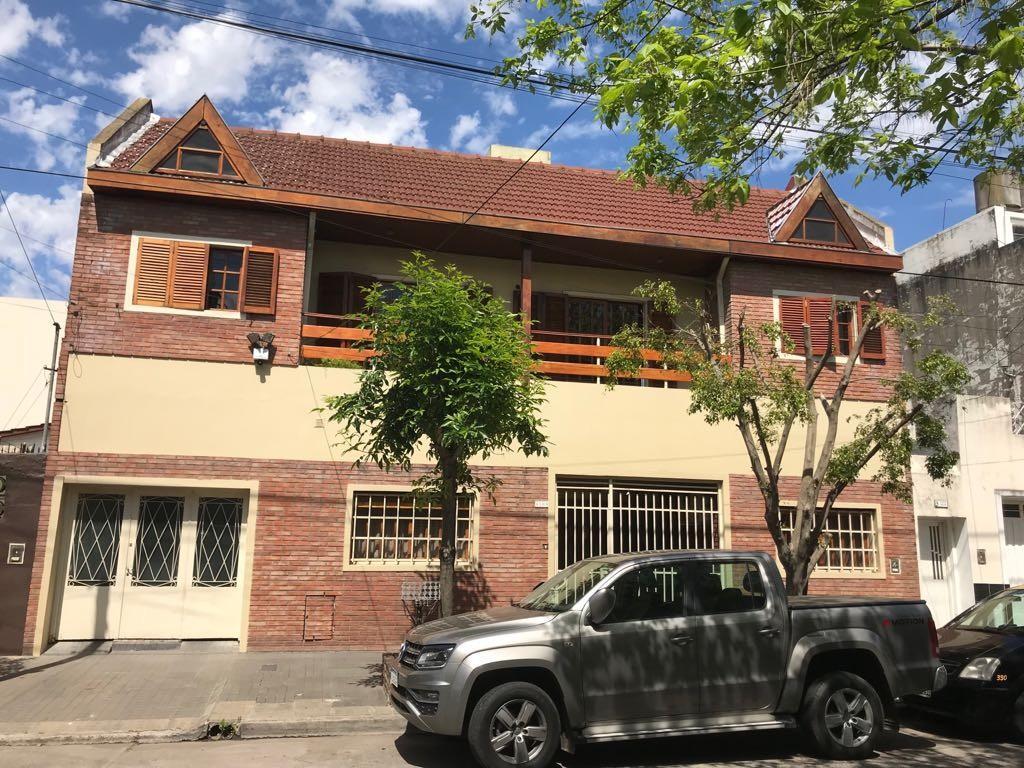 Increible Casa en dos plantas - Zona Caseros