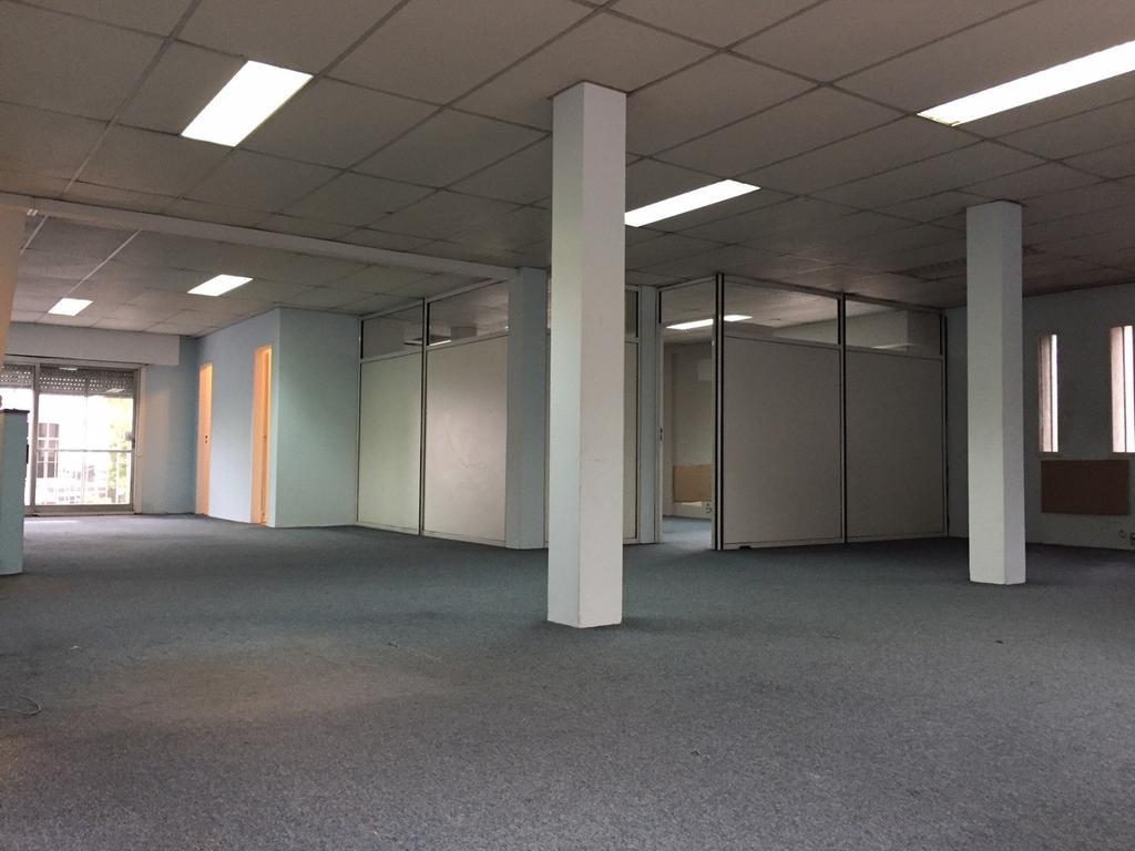 Acassuso Oficina de aproximados 140 mts. 1° piso totalmente independiente. NO PAGA EXPENSAS.-