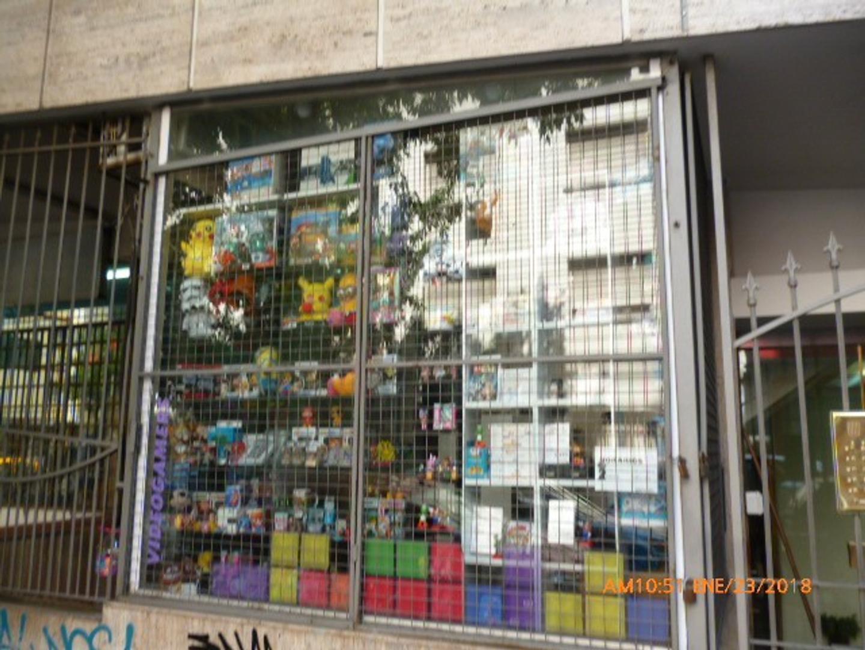 VENTA DE LOCAL EN BELGRANO bajas expensas en galería con vidriera a la calle