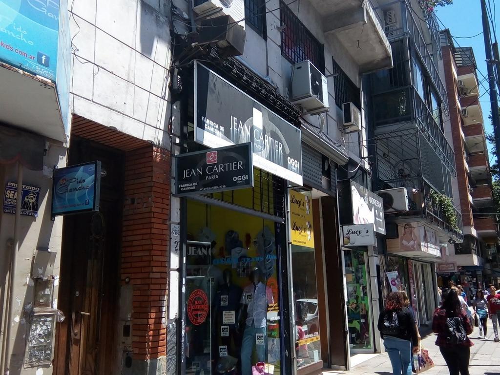 Importante local sobre avenida Avellaneda al 2700.