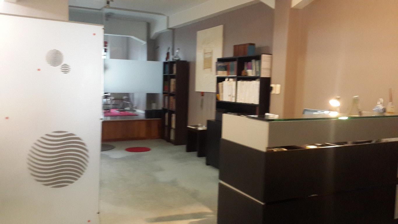 Dueño  vende o  alquila excelente oficina, en Belgrano y 9 de julio.