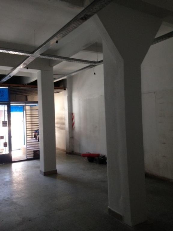 Local en Once próximo al Shopping Abasto. RETASADO