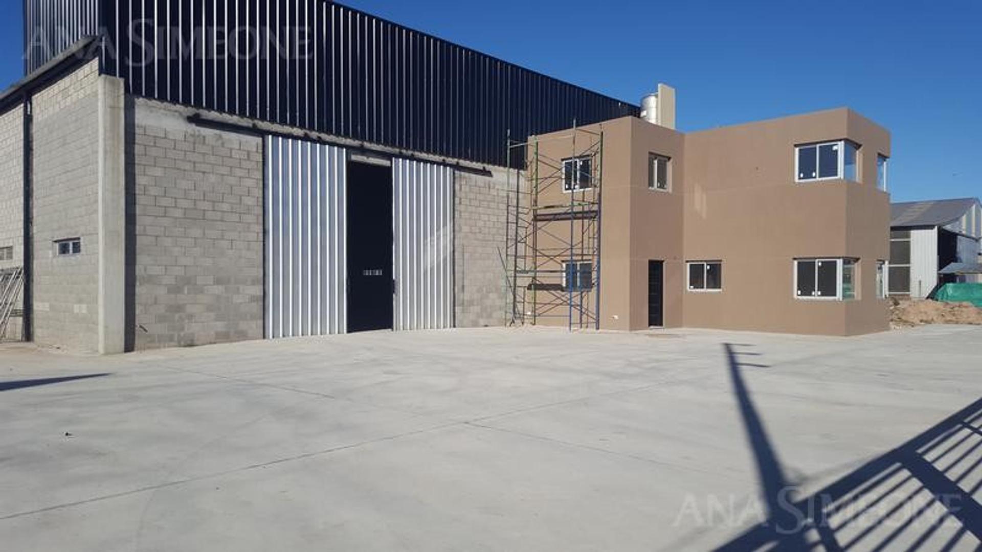 Excelente Deposito de 820 m2 Industrial sobre terreno de 2.400 m2