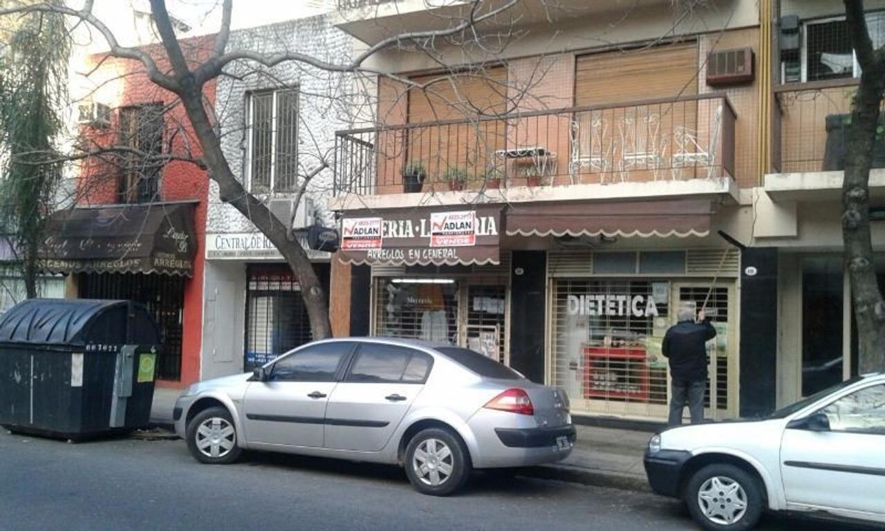 Caballito: venta con renta local comercial 3.00 x 10 zona residencial transitada prox Av avellaned