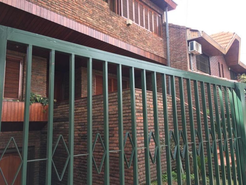 XINTEL(FIO-FIO-129) Venta casa Martinez jardín y piscina