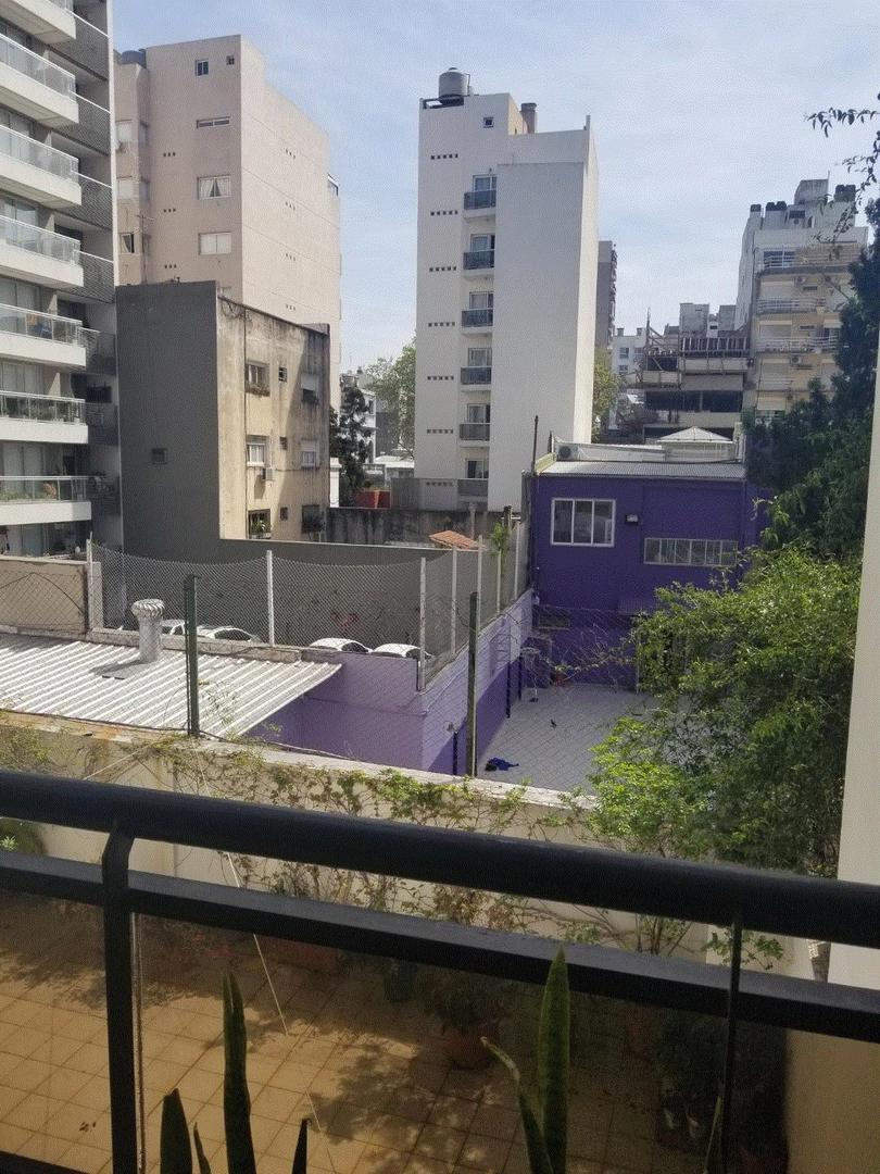 3 ambientes semipiso con cochera fija, baño y toilette, contrafrente con balcón, caldera individual;