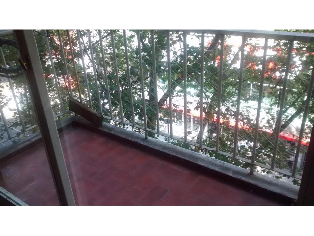 Santa Fe 3755 - 3 ambientes al frente con balcón!