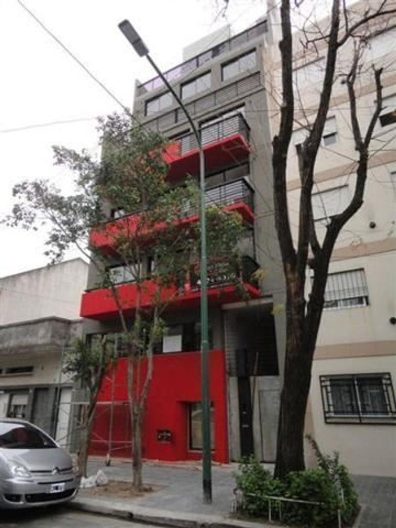 DEPARTAMENTO DE 3 AMBIENTES AL FRENTE CON BALCON CORRIDO,
