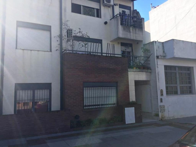 Dpto. t/casa 2 amb. a cfte. con jardin trasero y construcción adicional al fondo