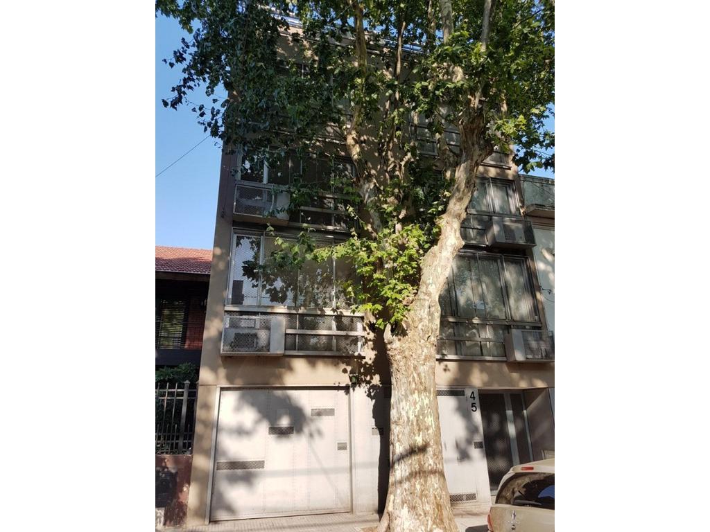 Alquilo amplio y luminoso dos amb tipo duplex frente prox Cabildo y Gral Paz