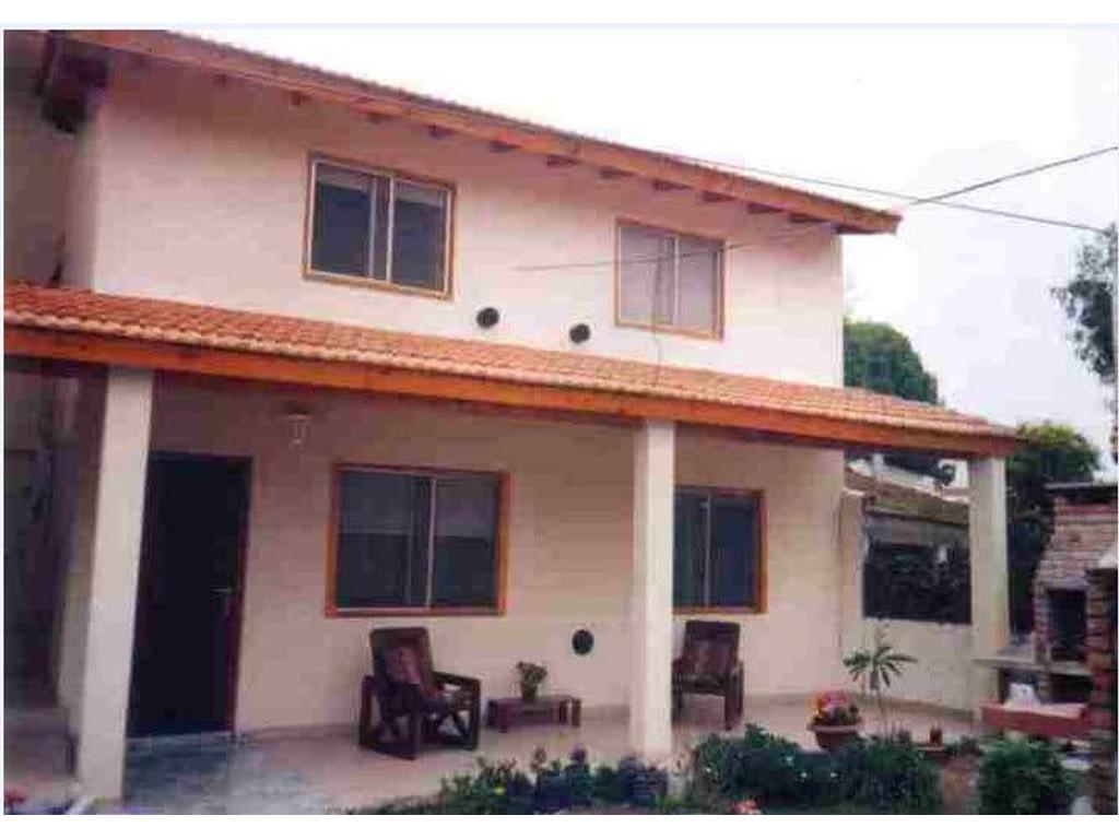 Casa En Alquiler Por Temporada En Paseo 142 350 Villa Gesell  # Muebles Villa Gesell