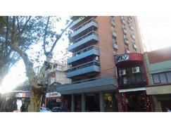 Vendo penthouse piso 10 frente a plaza San Martin y río. Sup. total 194m2